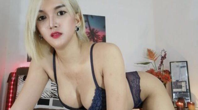 Blonde ladyboy 24-year-old Isabella live